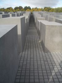 Holocaust Memorial by Peter Eisenman 09_Stephen Varady Photo