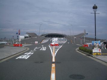 Yokohama Port Terminal by Foreign Office Architects 04_Stephen Varady Photo ©