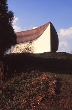 ronchamp-chapel-by-le-corbusier-28_stephen-varady-photo
