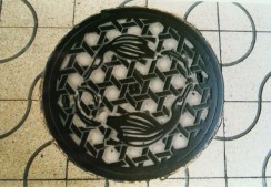 A manhole cover with an image of ukai on it. These cormorants are used in a thousand-year-old tradition of fishing.