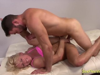 muscle stepmom flexi fucked