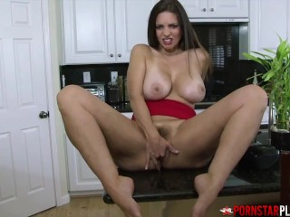 PORNSTARPLATINUM Stepmommy Mindi Mink Jerks Off