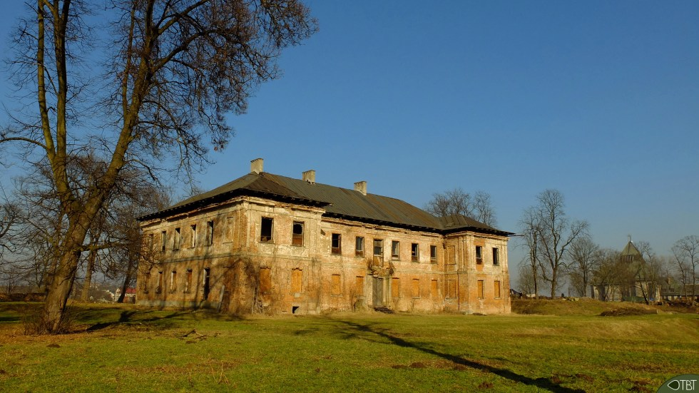 The abandoned palace in Koscielniki - 1.jpg