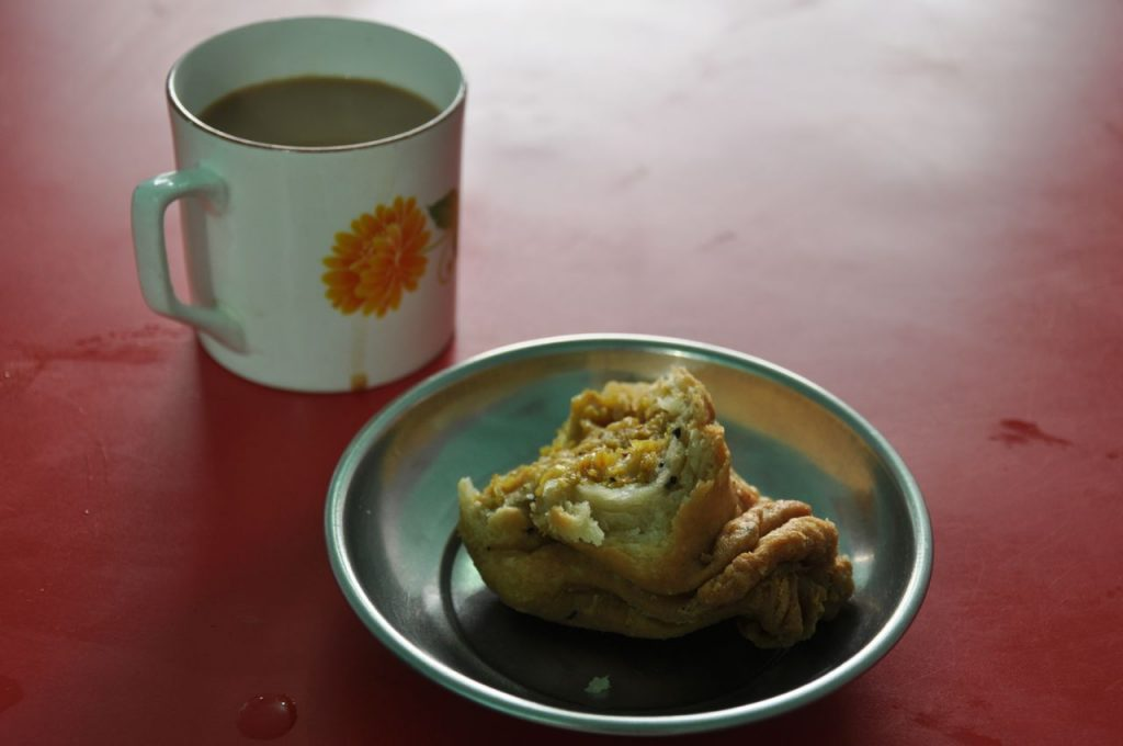 At Nagaland, along one of the long bus trip, was time for a chai and a samosa... very tasty and popular combination.