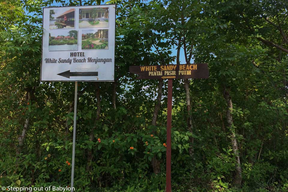 to reach the Banyuwedang Bay just follow the signs to the resort White Sandy Beach Menjangan