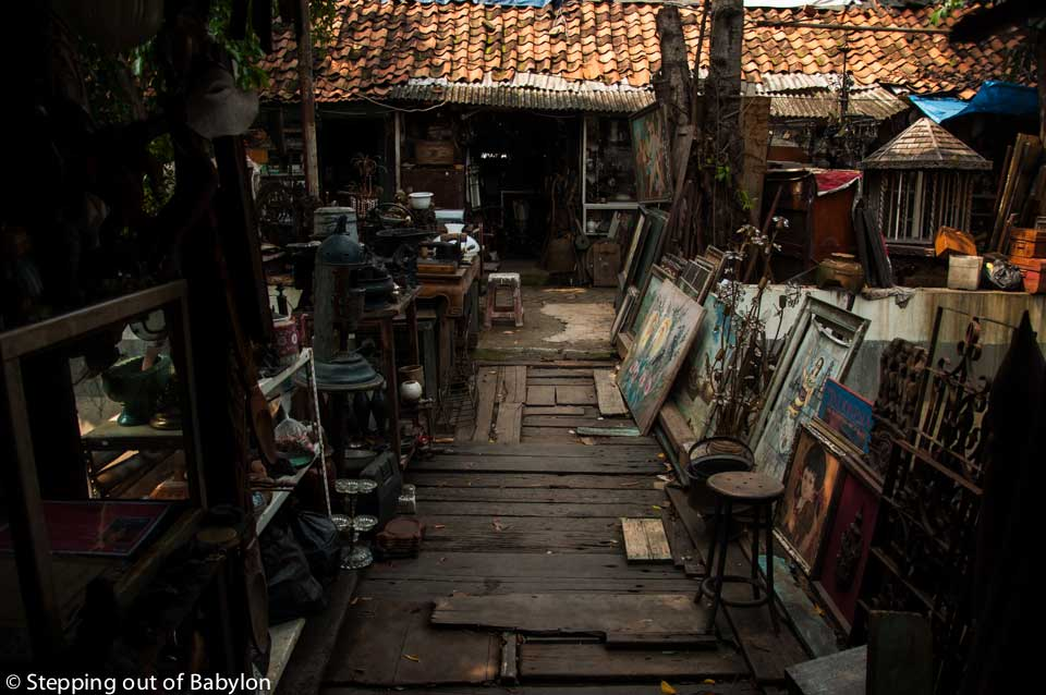 Antiques market at Jalan Surabaya