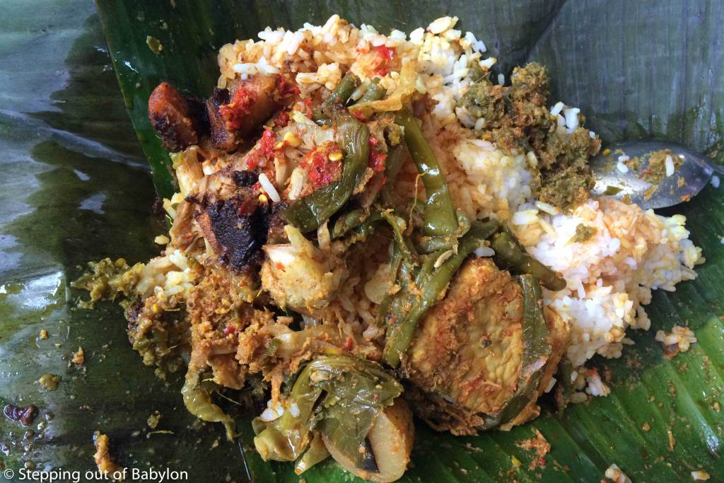 "Nasi Kapau in ""bungkus"" style... packed in banana leaf for takeawya"