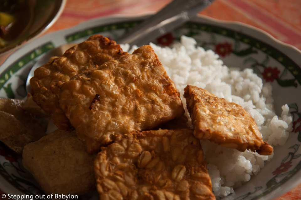 fry tempeh... one of the most popular way to cook the tempeh