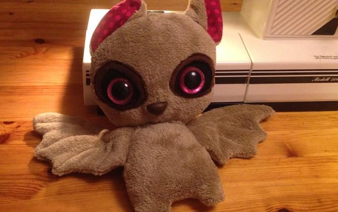 Bat Plush mit Glubschaugen
