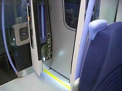 CTRL英国車両(列車乗降口)