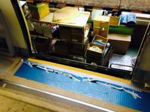JR西日本221系 車両乗降口