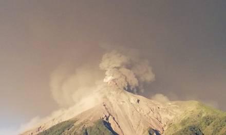 IGSS en alerta por erupción del volcán De Fuego