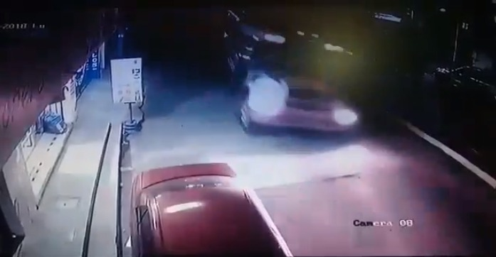 ((Vídeo))Pasajeros se salvan protagonizar accidente