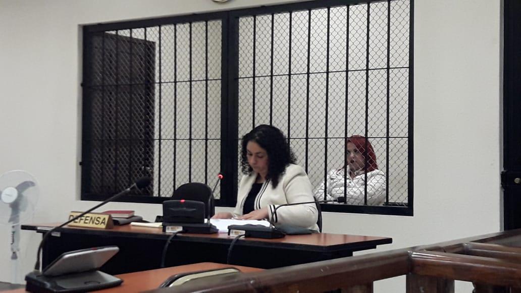 Mujer enfrenta juicio por cobrar extorsiones