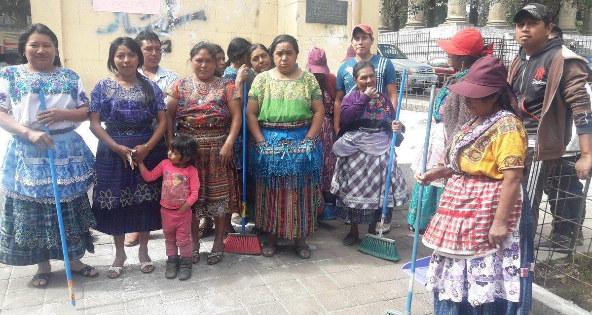 Comerciantes realizan mejoras al parque «El Ingeniero» en Xela