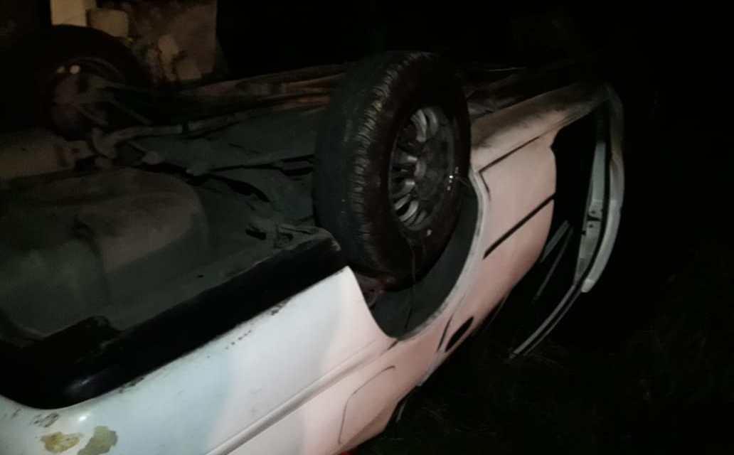 Vehículo cayó en el patio de una casa en Xela