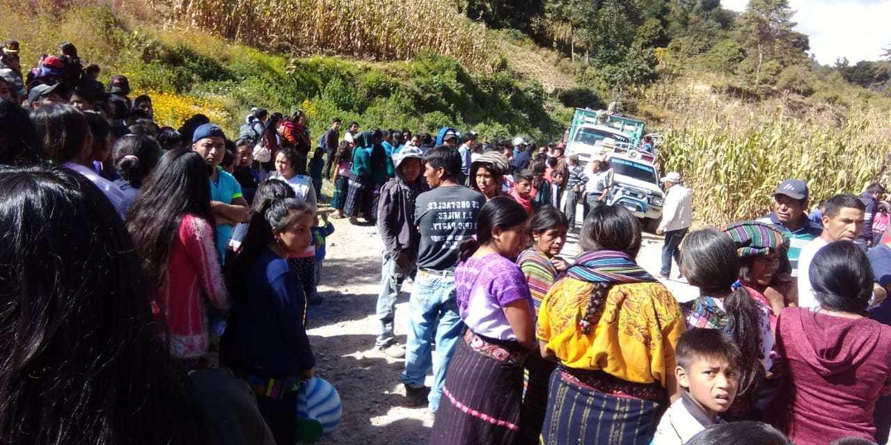 Al menos 18 heridos, luego de que picop volcara en Sololá
