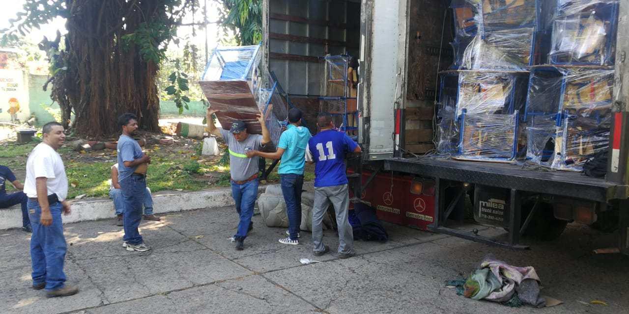 (((AUDIO))) Llega mobiliario para más de 94 escuelas en Suchitepéquez