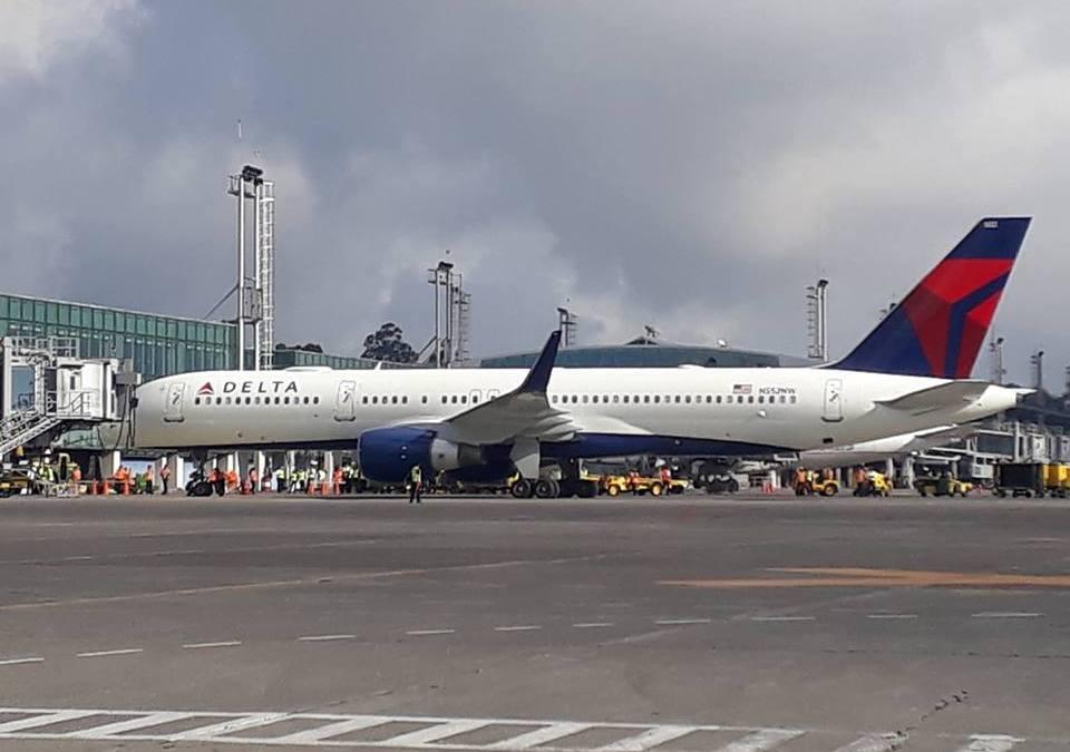 Un vuelo con retraso de Los Ángeles y uno con rumbo a Costa Rica retornó al Aerupuerto Internacional La Aurora