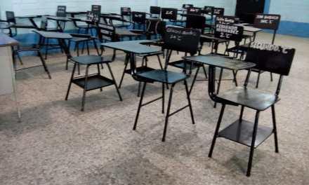 Padres de estudiantes del Técnico Industrial remozan escritorios