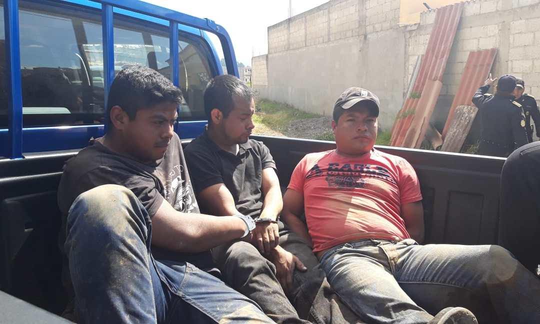 Localizan por GPS picop robado y capturan a tres hombres en Xela