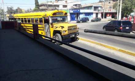 Piden reparación de barandal del puente La Revolución en Xela