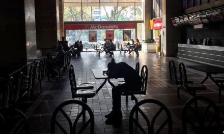 Venezuela: Maduro suspende jornada laboral y clases por apagón