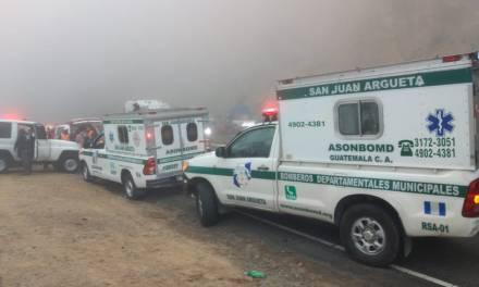 Otra tragedia en Nahualá, bus cae a barranco y reportan al menos dos muertos