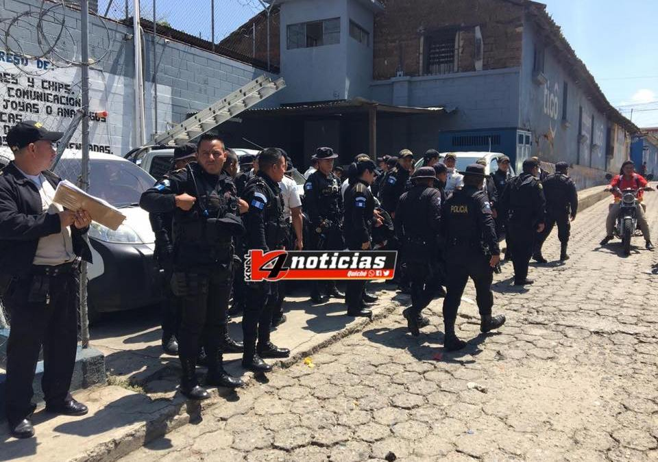 Guardias capturados tras operativo contra extorsiones en el Preventivo de Quiché