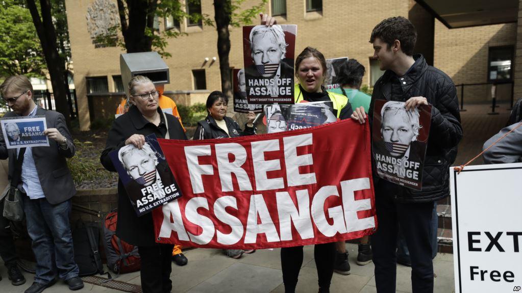 Julian Assange condenado a 50 semanas de prisión en Londres