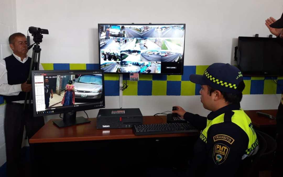 Inauguran centro de monitoreo de cámaras en La Esperanza