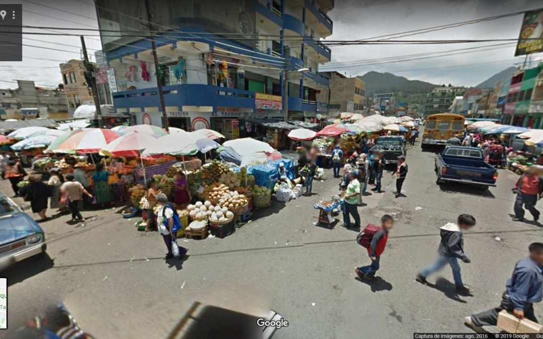 ¿Cuántos vendedores se ubican en los alrededores del mercado La Democracia?