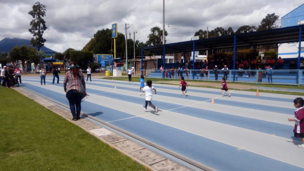 Inician juegos deportivos para estudiantes ciegos y sordos