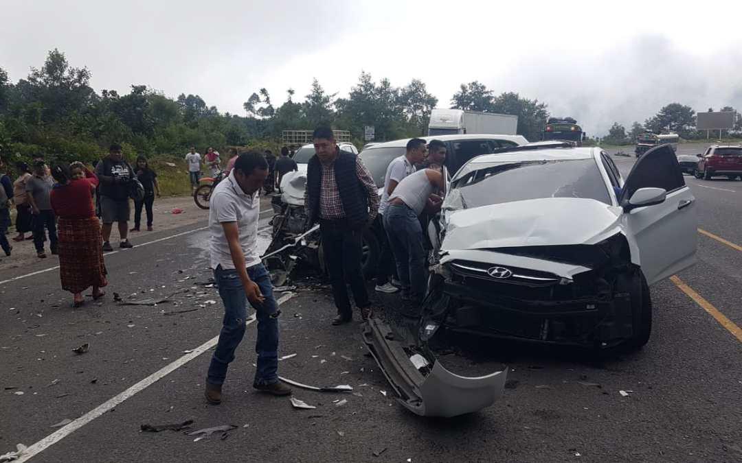 Triple colisión en la Interamericana; bomberos rescatan a tres personas