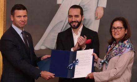 EE.UU. y El Salvador firman acuerdo para abordar la migración irregular
