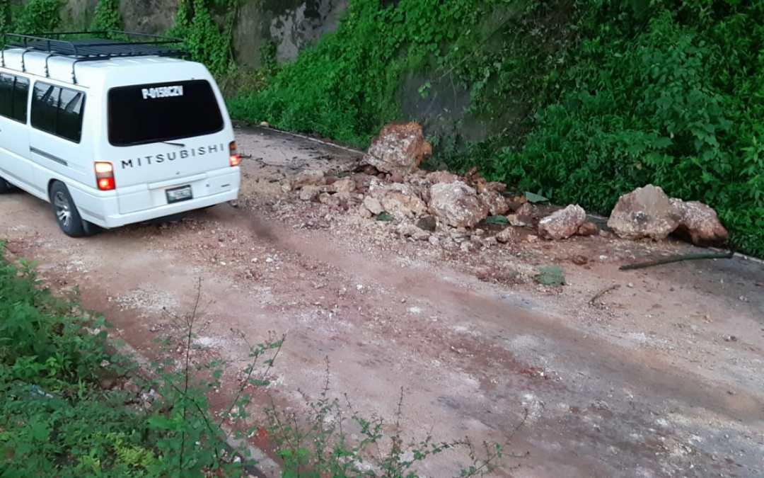 Precaución por derrumbe en la ruta entre Pana y Sololá