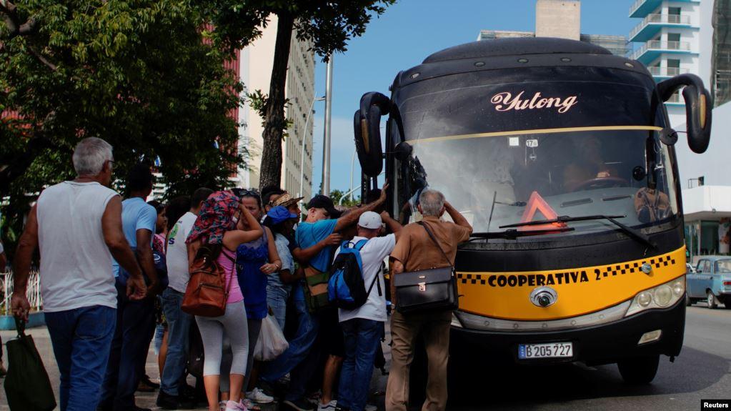 Cuba raciona combustible y culpa a EE.UU. por sanciones
