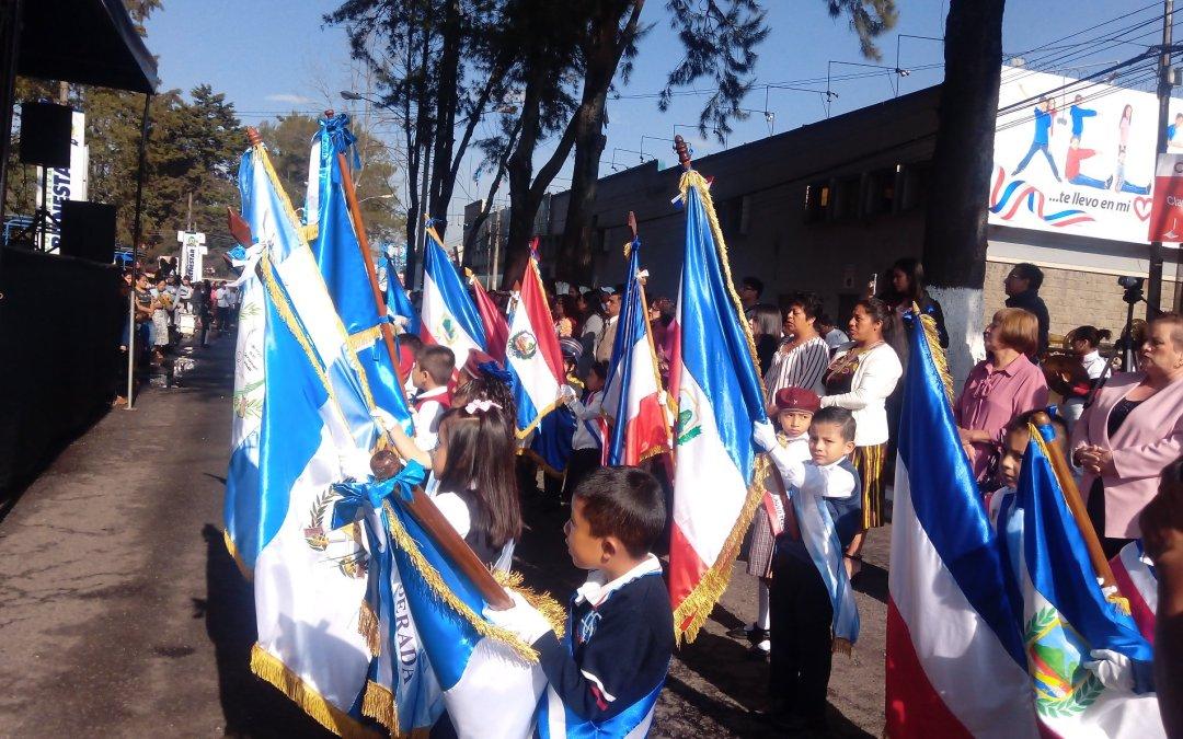 Desfile de preprimaria recorre principales calles de Xela