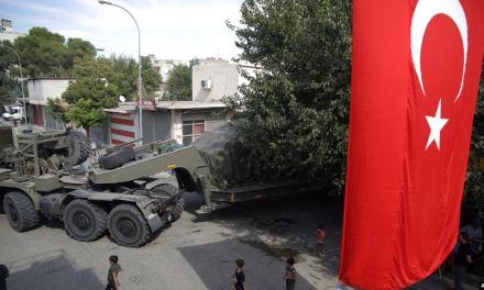Ejército sirio avanza hacia las fuerzas turcas mientras EE.UU. se retira