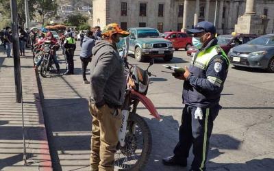 En dos horas de operativos PMTQ sanciona a 62 motoristas y consigna nueve motocicletas