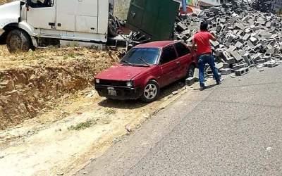 Bocina de tráiler alertó a vecinos, se había quedado sin frenos, piloto evitó tragedia