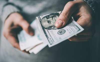 ¿Qué harías si por error reciben más de 1 millón de dólares?, esto hizo una mujer quien terminó en prisión
