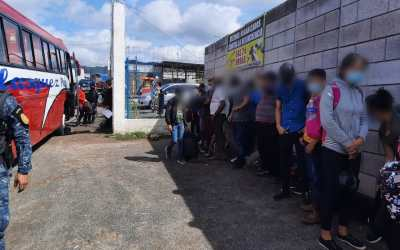 Interceptan en Quetzaltenango y Huehuetenango a 23 personas originarias de Honduras y Brasil