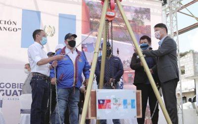 Giammattei participa en colocación de la primera piedra para construcción de un hospital con ayuda de Taiwan