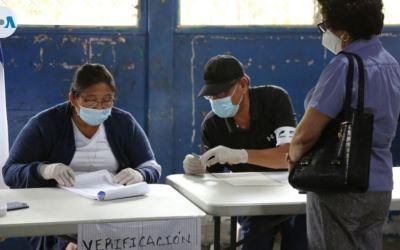 Nicaragüenses verifican su registración electoral en medio de más arrestos