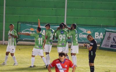 Xelajú pasó de golear a goleado en una semana. Antigua estrenó iluminación en su estadio y apagó a los chivos
