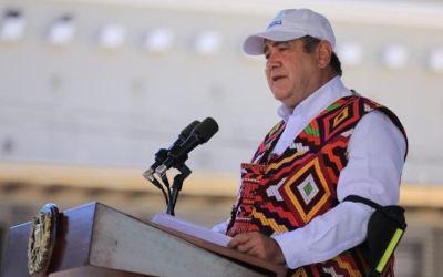 Giammattei dice que por mes vacunarán a 1 millón de personas en Guatemala