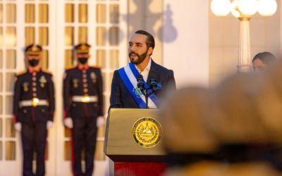 Presidente de El Salvador recibe proyecto que sugiere reformas constitucionales