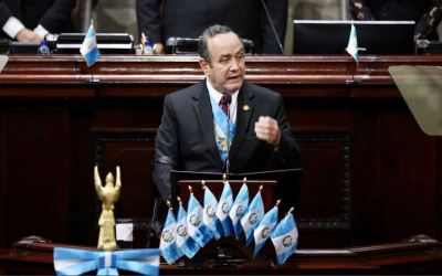 Gobierno confirma que presidente Giammattei ya tiene esquema completo de vacunación