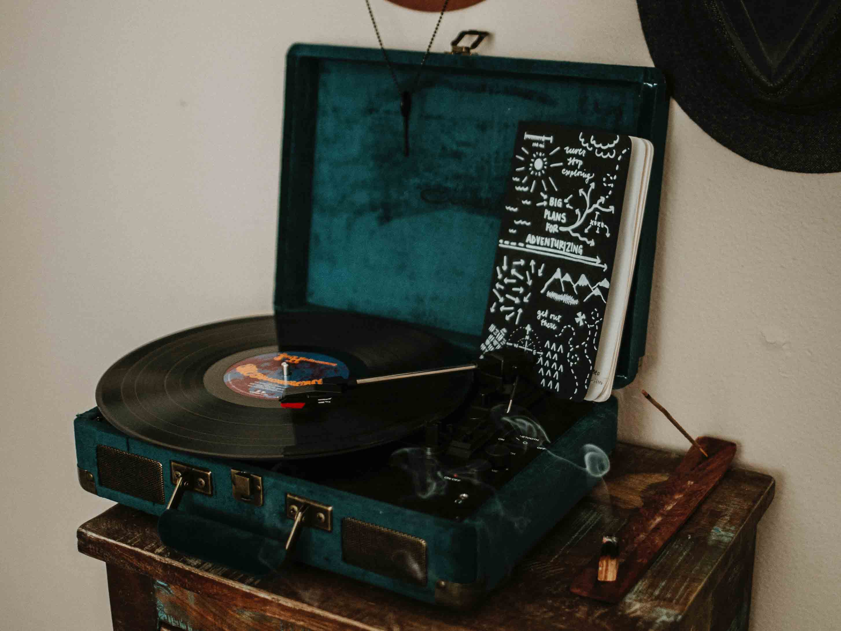 Old Record Player vs. New Record Player : Guidelines in Making the Right Choice